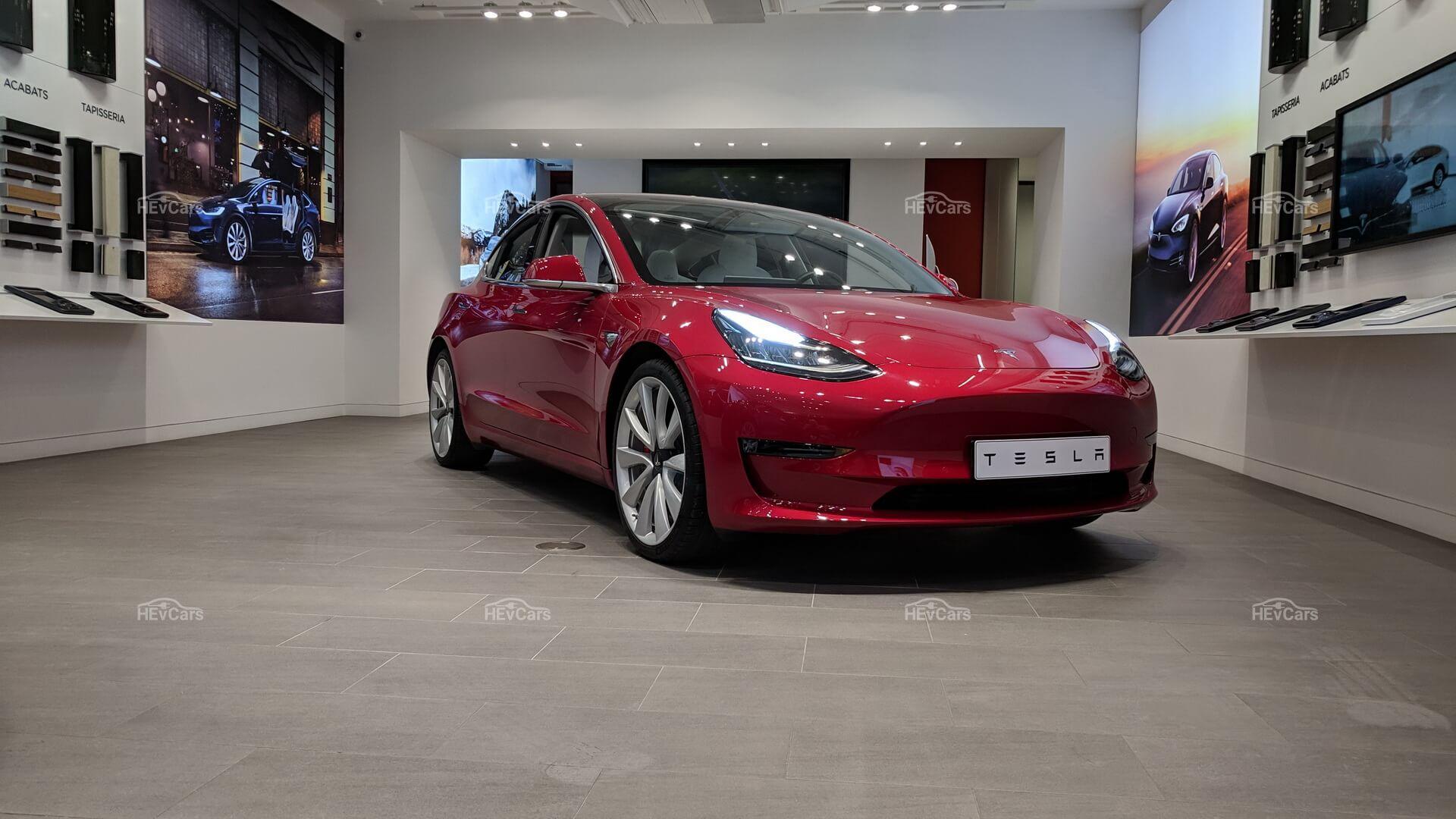 Премиальная версия Tesla Model 3