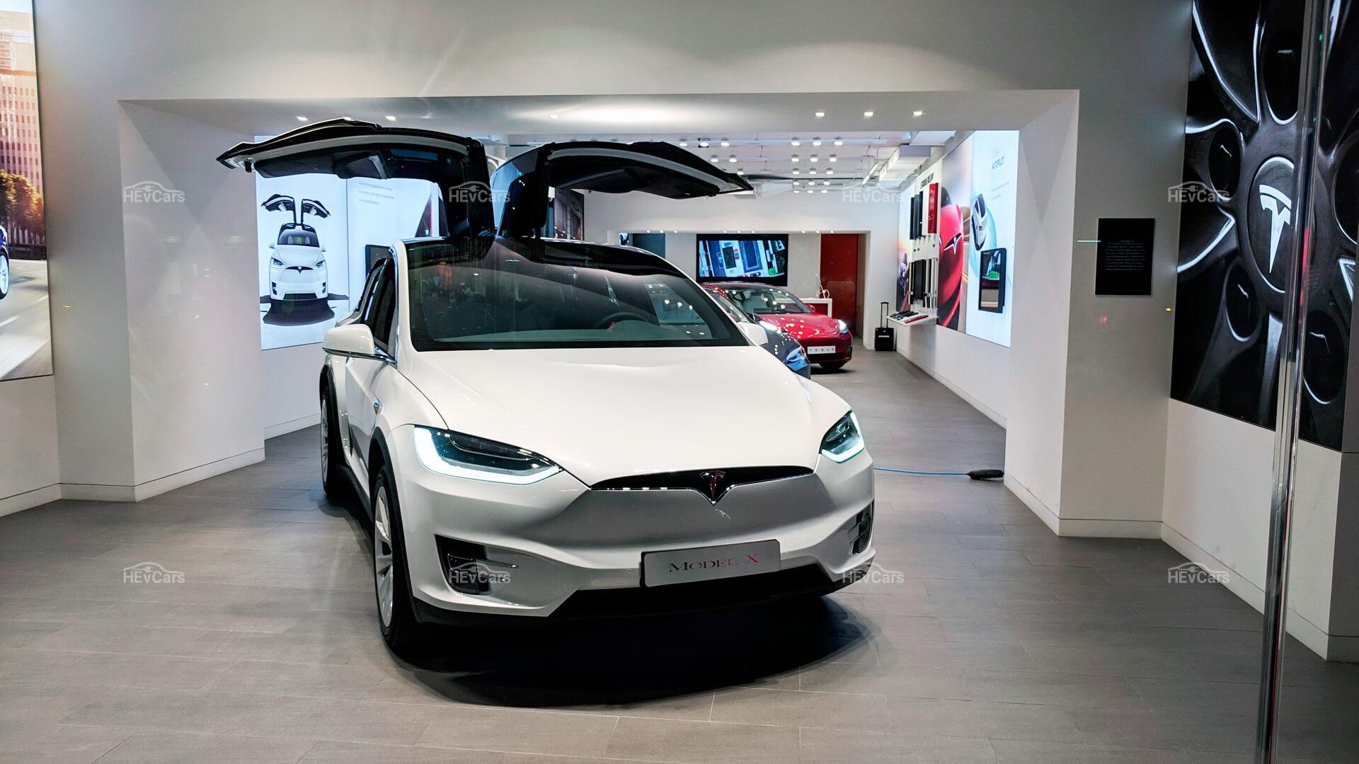 Демонстрационный зал электромобилей Tesla в Европе
