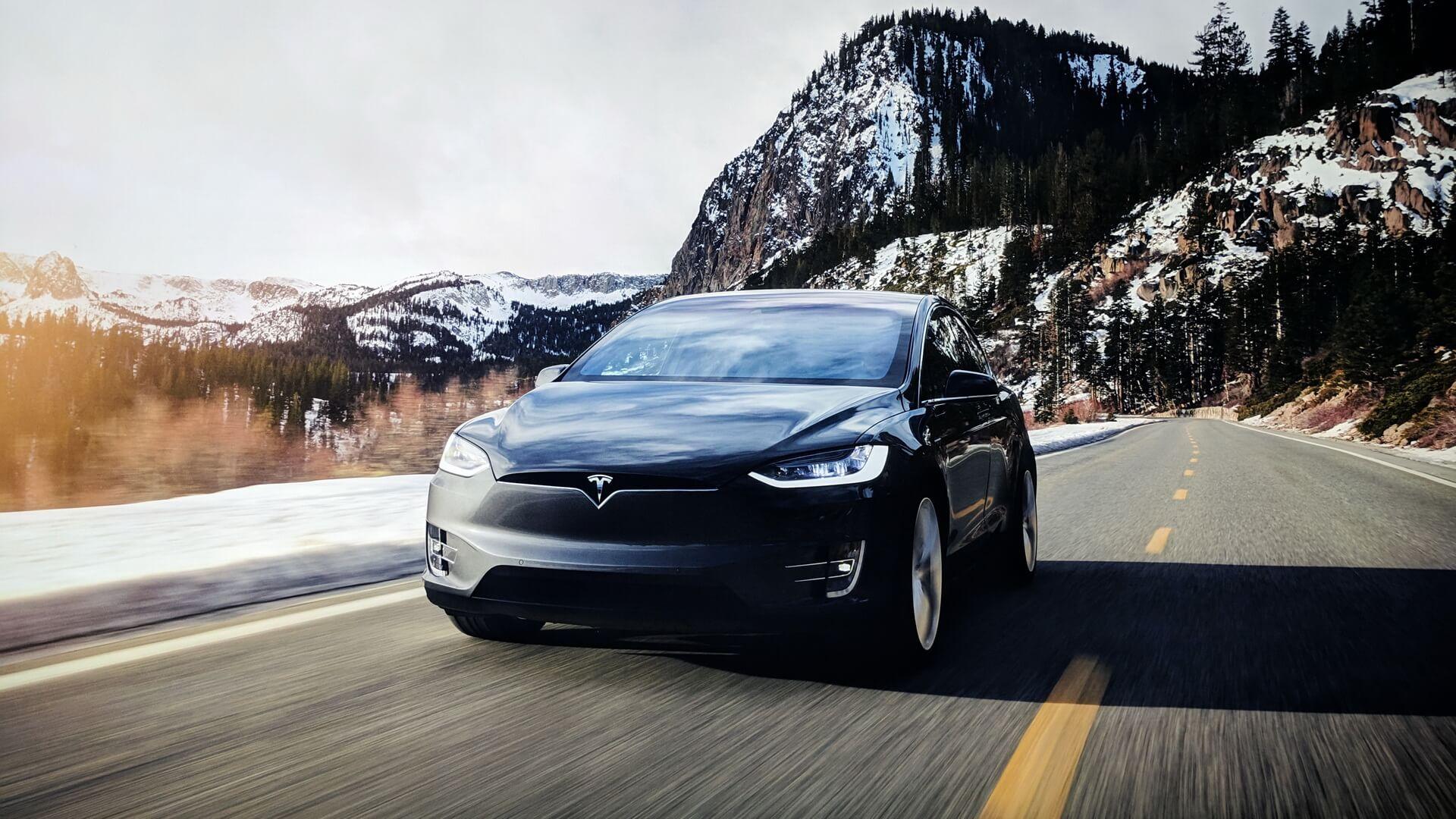 Tesla Model X— полностью электрический кроссовер