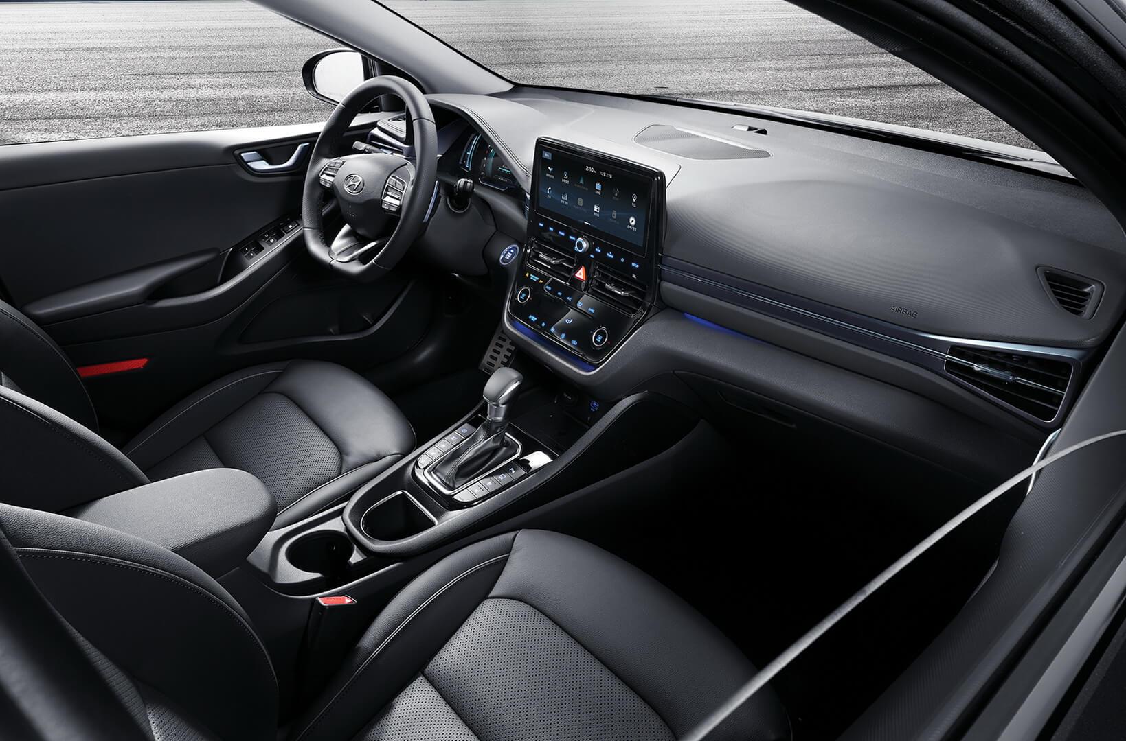 Обновленный интерьер гибрида и плагин-гибрида Hyundai IONIQ 2019