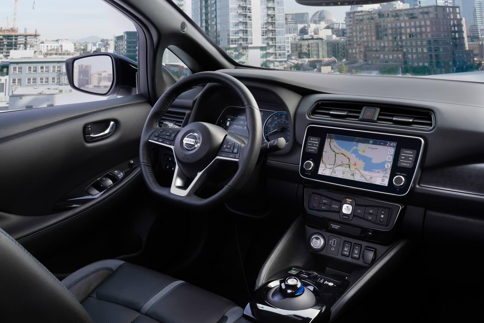 Интерьер Nissan Leaf e+ с батареей 62кВт⋅ч