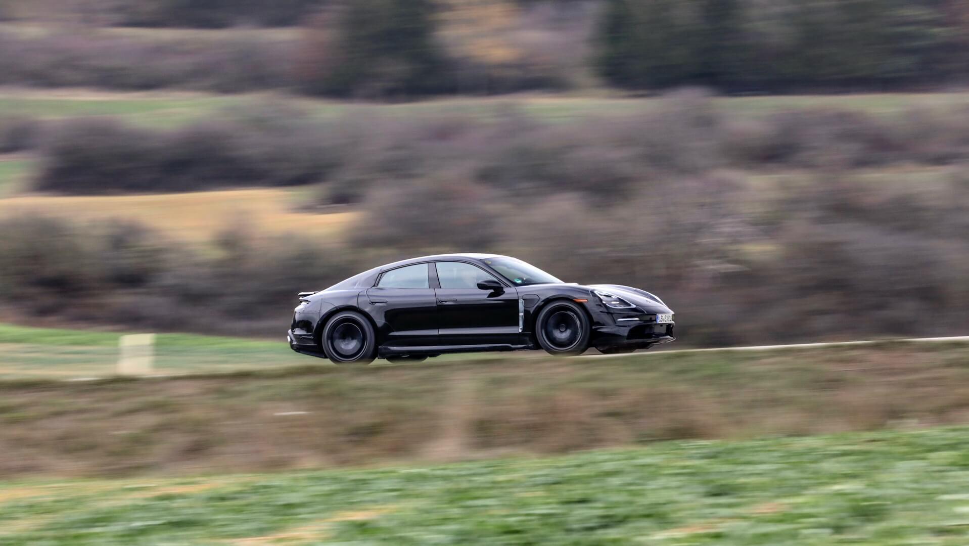 Тестируемый электромобиль Porsche Taycan