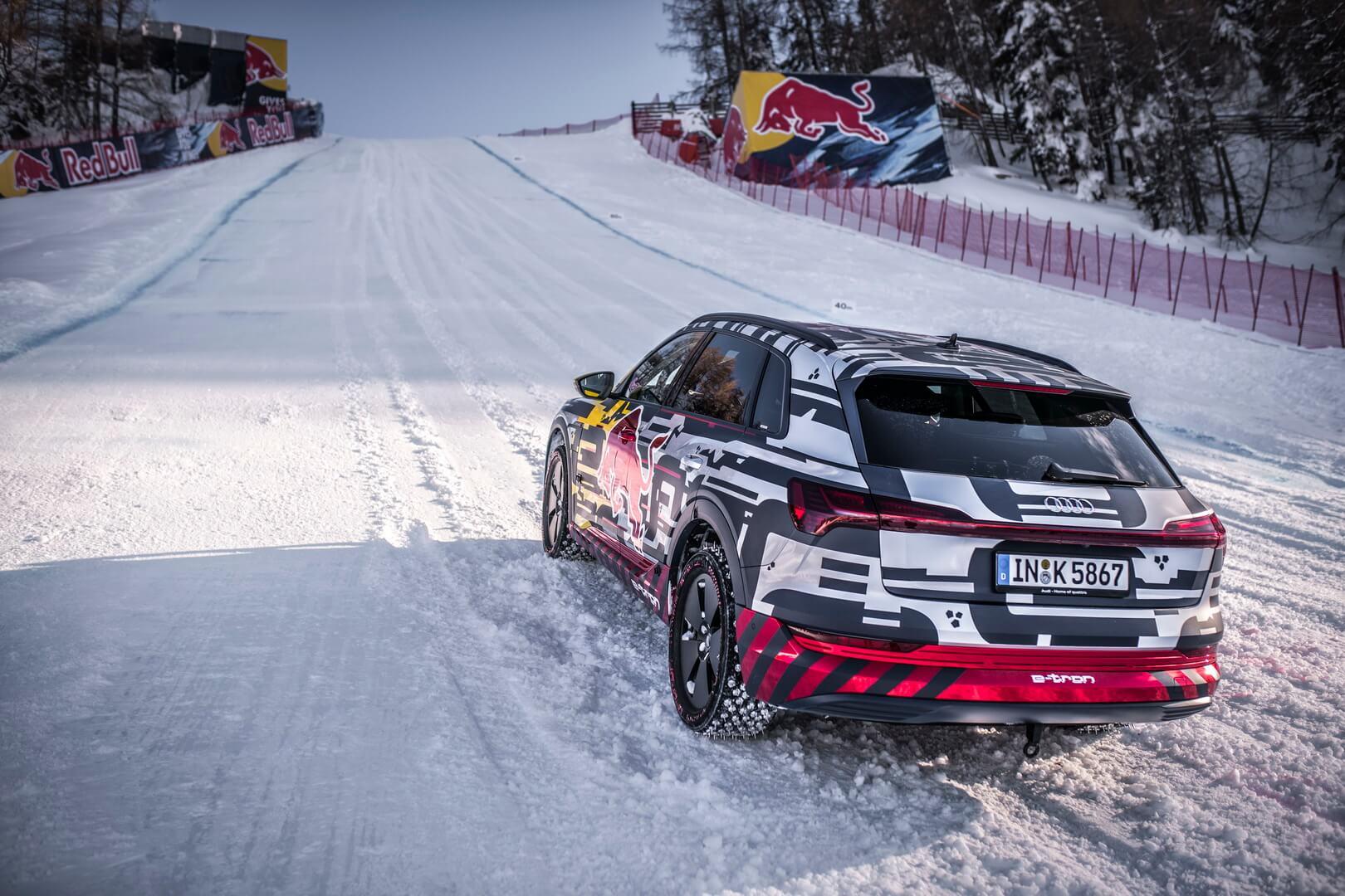 Audi e-tron quattro взобрался наледяной склон в85градусов