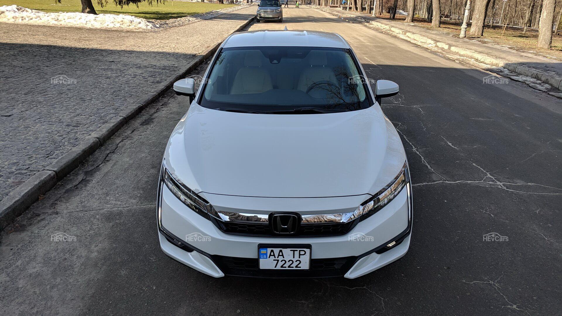 Дизайн Honda Clarity Plug-In Hybrid - вид спереди