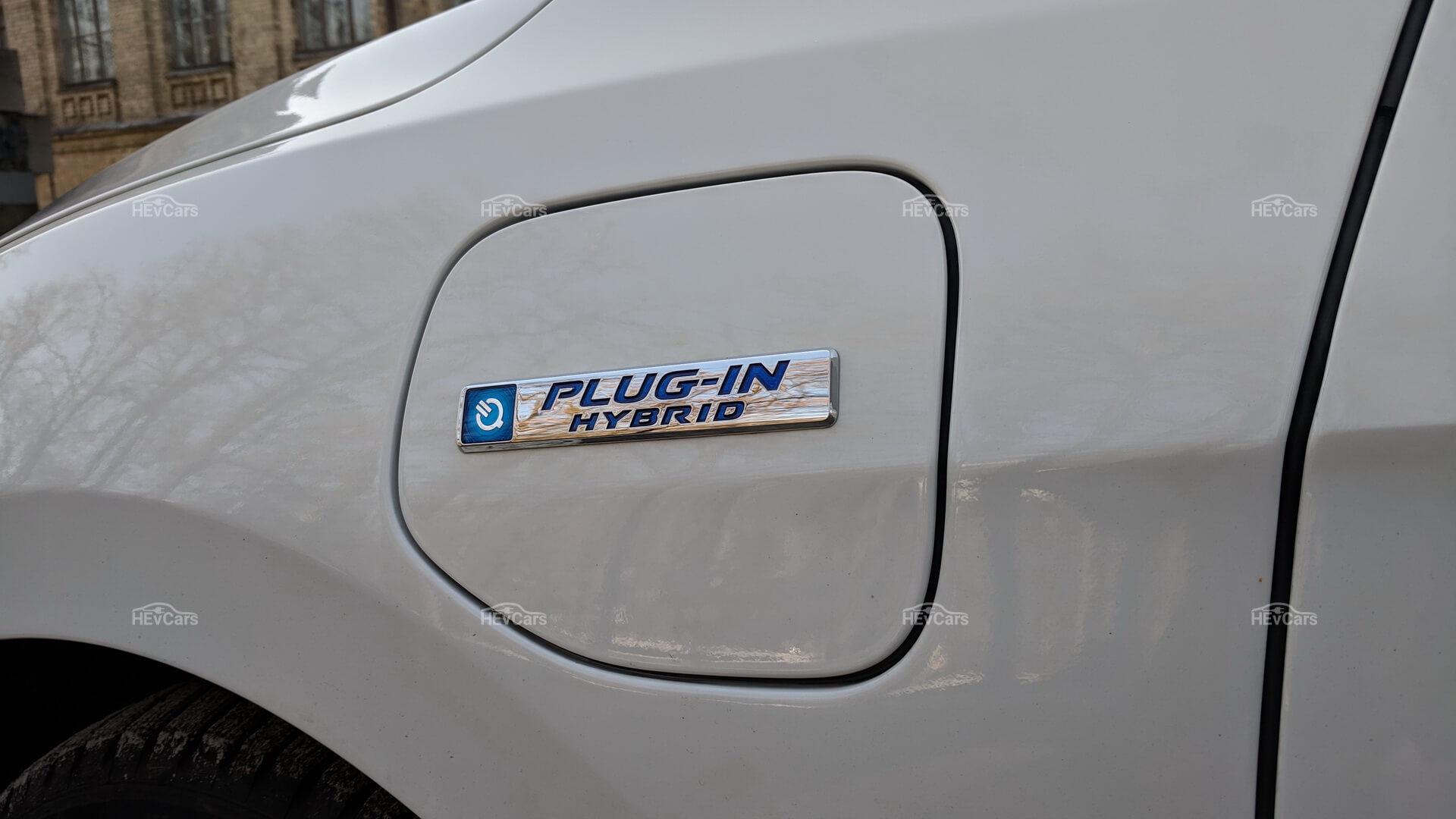 Крышка разъема для подзарядки в Honda Clarity Plug-in Hybrid