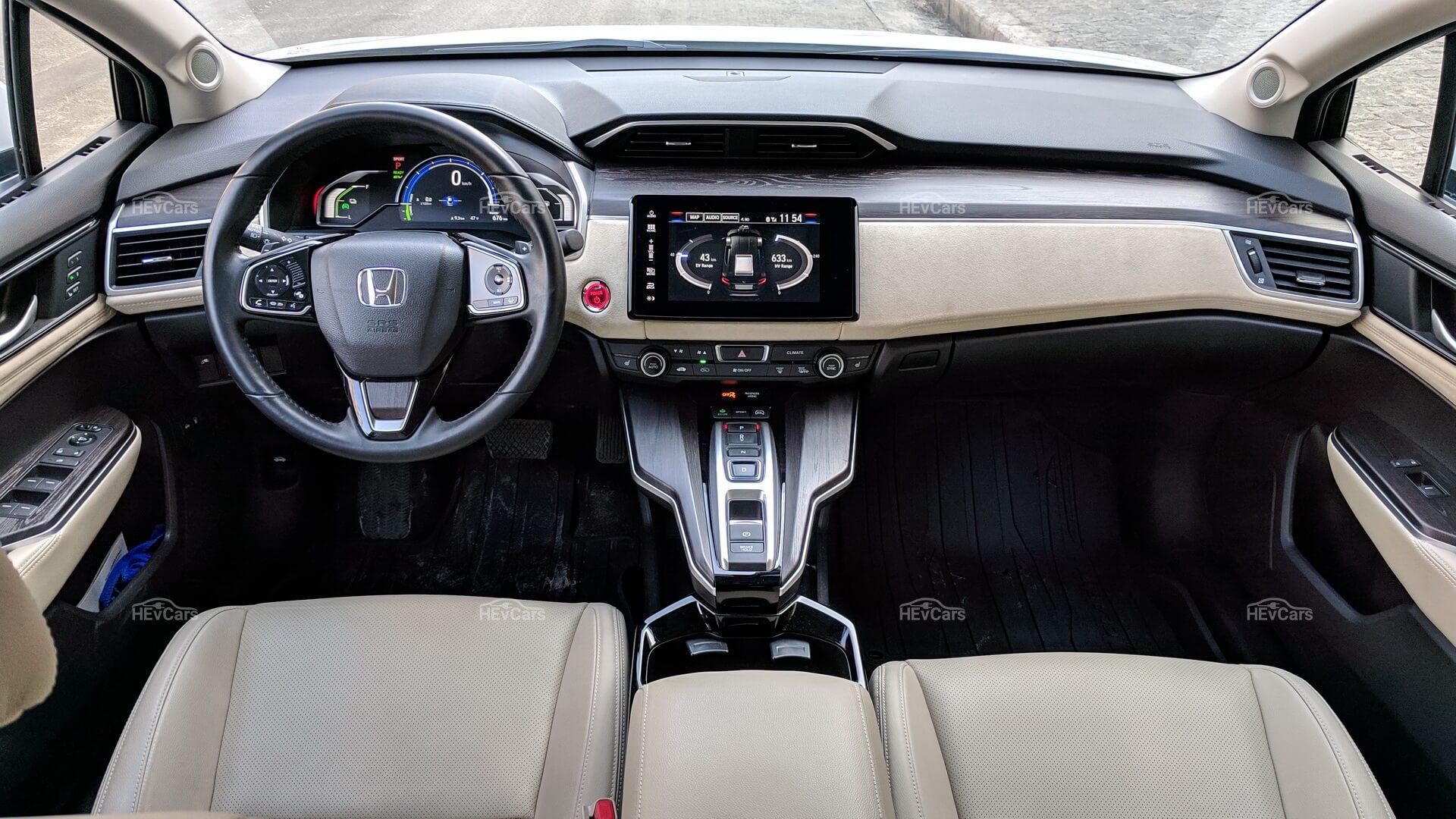 Интерьер Honda Clarity PHEV