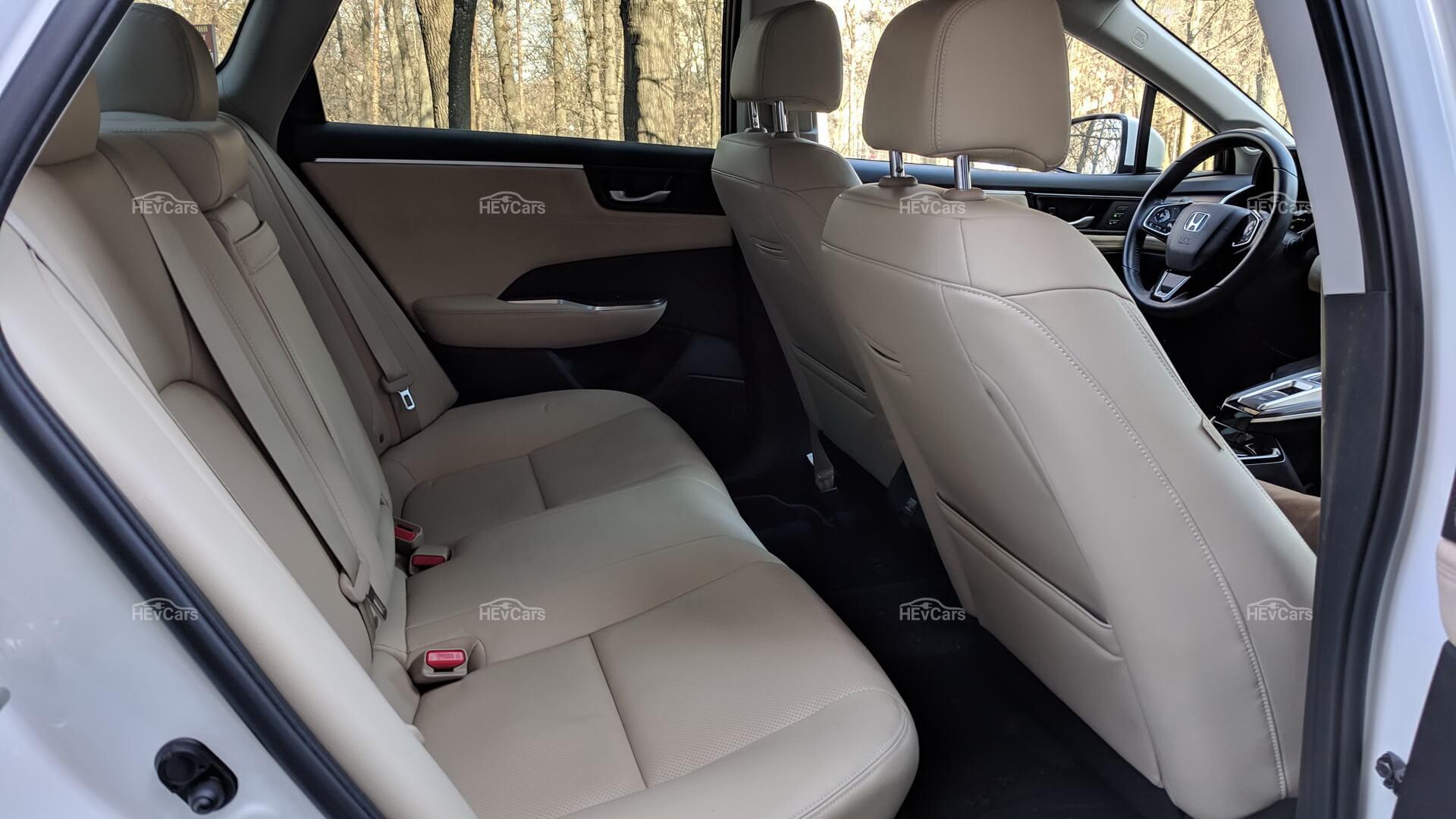Задний ряд сидений плагин-гибрида Honda Clarity