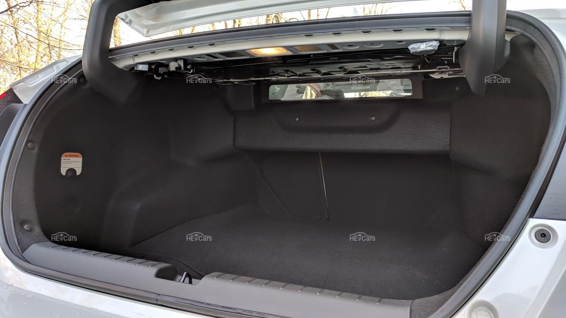 Окошко для дополнительной обзорности в Honda Clarity PHEV