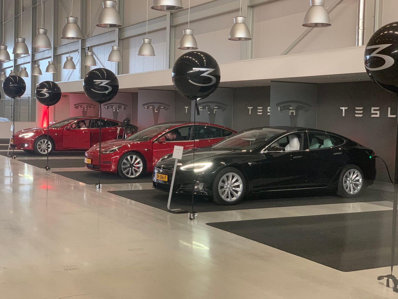 Tesla начала поставки Model 3в Европу