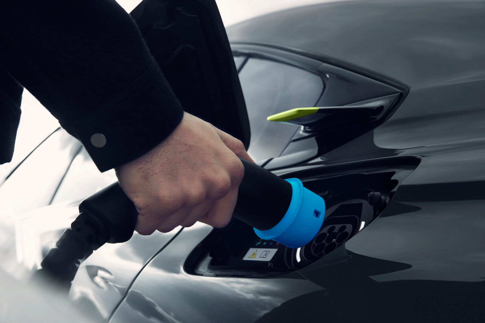Порт зарядки Peugeot 508 Sport Engineered PHEV
