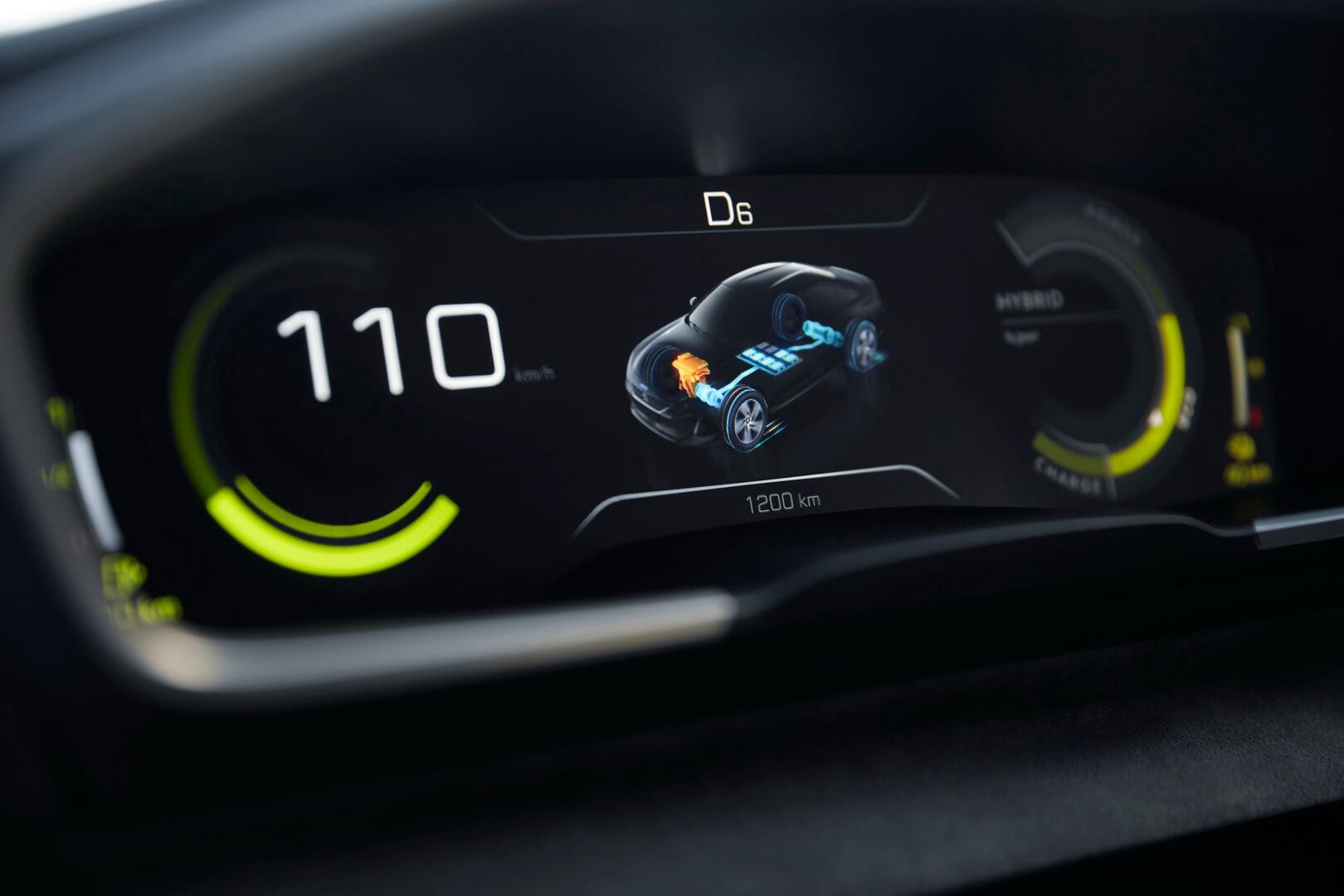 Изображение распределения энергии силовой установки на приборной панели Peugeot 508 Sport Engineered
