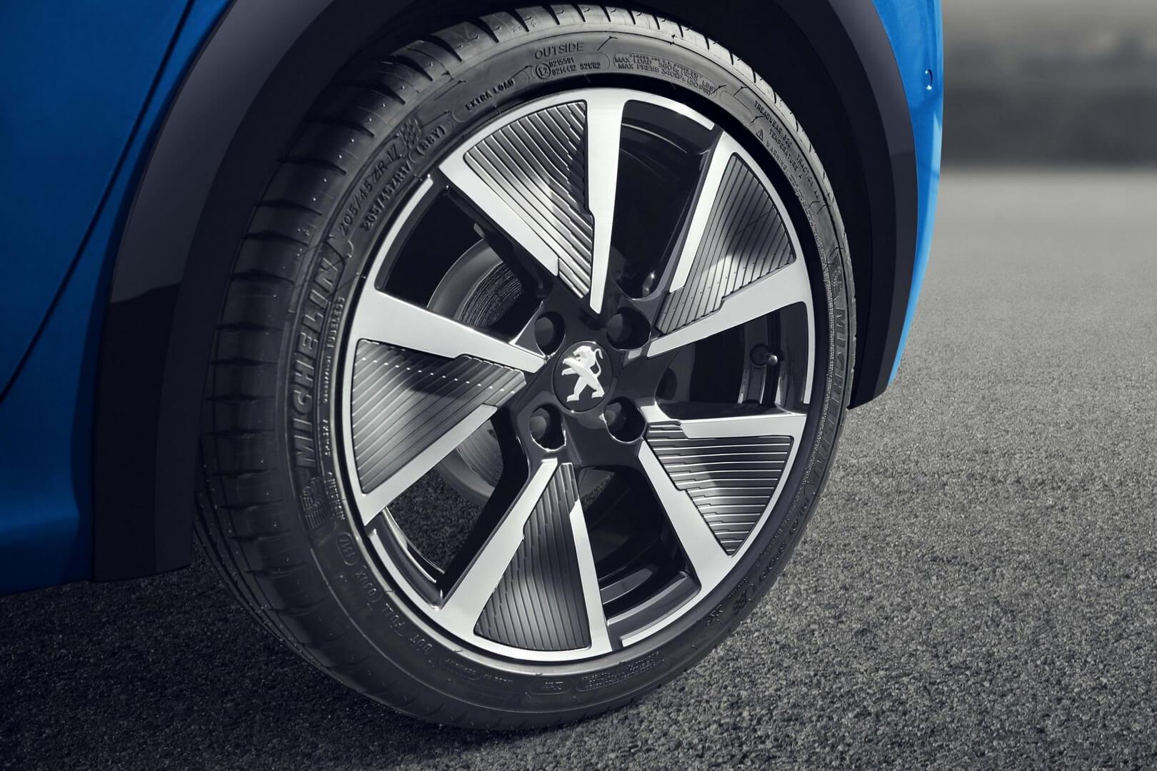 Фотография экоавто Peugeot e-208 - фото 19