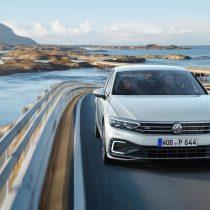 Фотография экоавто Volkswagen Passat GTE 2019 - фото 2