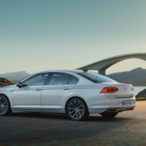 Фотография экоавто Volkswagen Passat GTE 2019 - фото 3