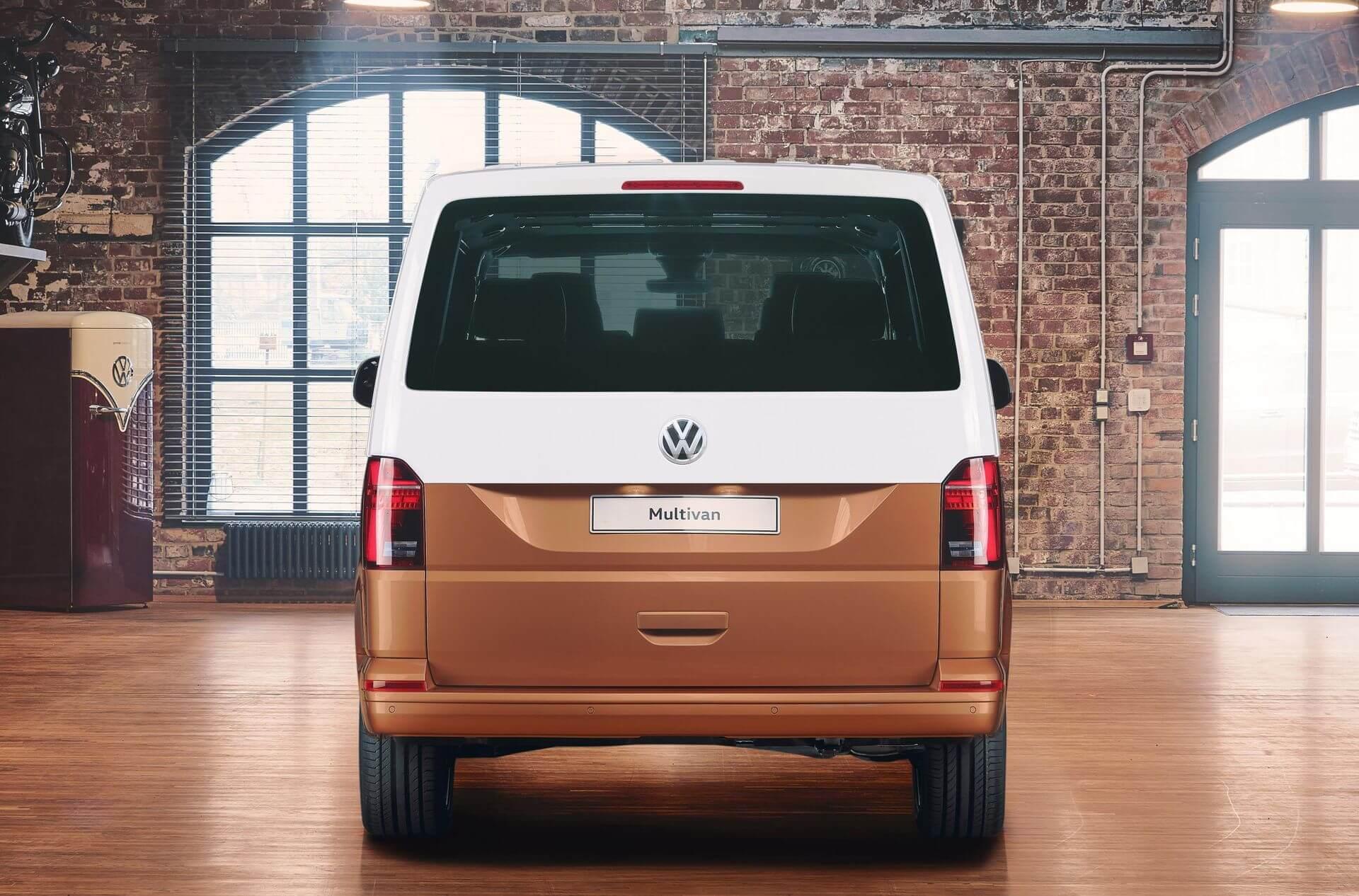 Электрический фургон Volkswagen Multivan Т6.1 - вид сзади