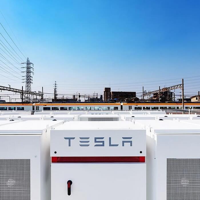 Tesla создала аварийную систему питания ж/д станции в Японии