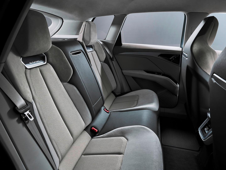 Задний ряд сидений электрического кроссовера Audi Q4e-tron