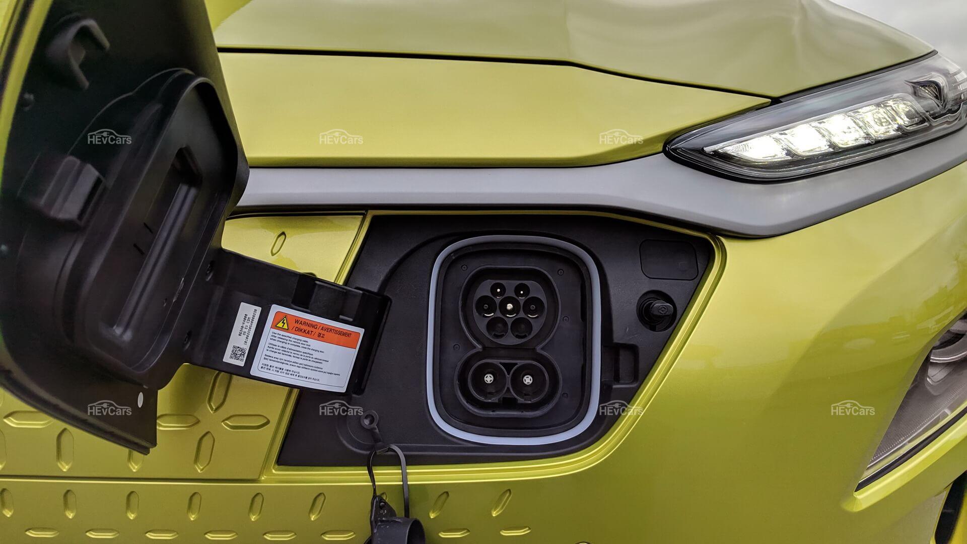 Порт для зарядки CCS Combo 2 в европейской версии Hyundai Kona Electric