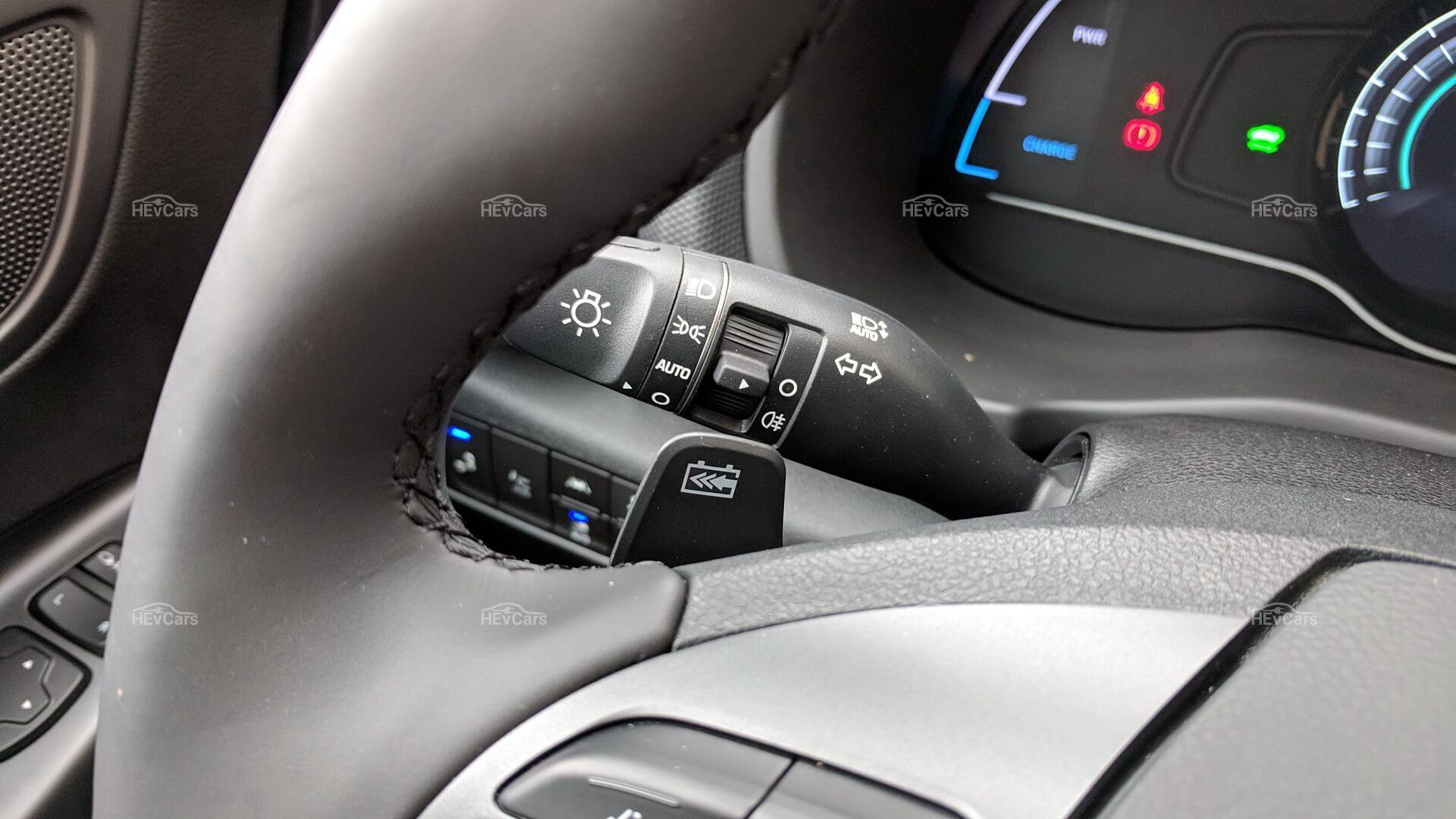 Подрулевые лепестки для торможения электромобиля