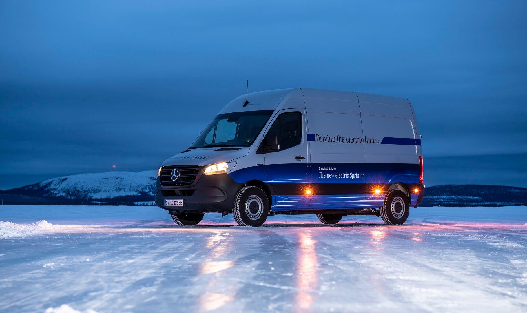 Электрический фургон Mercedes-Benz eSprinter на зимним испытаниях