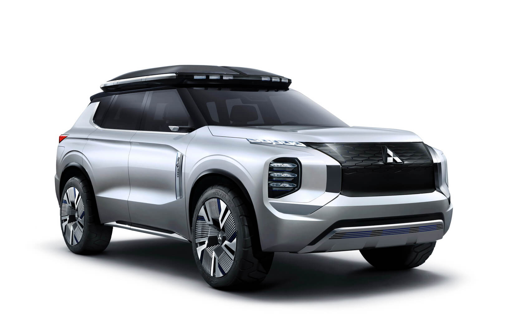 Плагин-гибрид Mitsubishi Engelberg Tourer PHEV