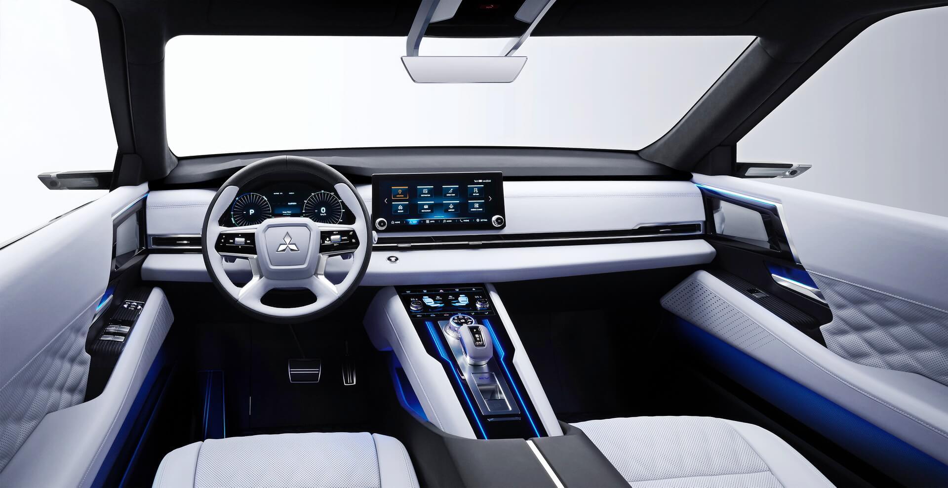 Интерьер плагин-гибрида Mitsubishi Engelberg Tourer