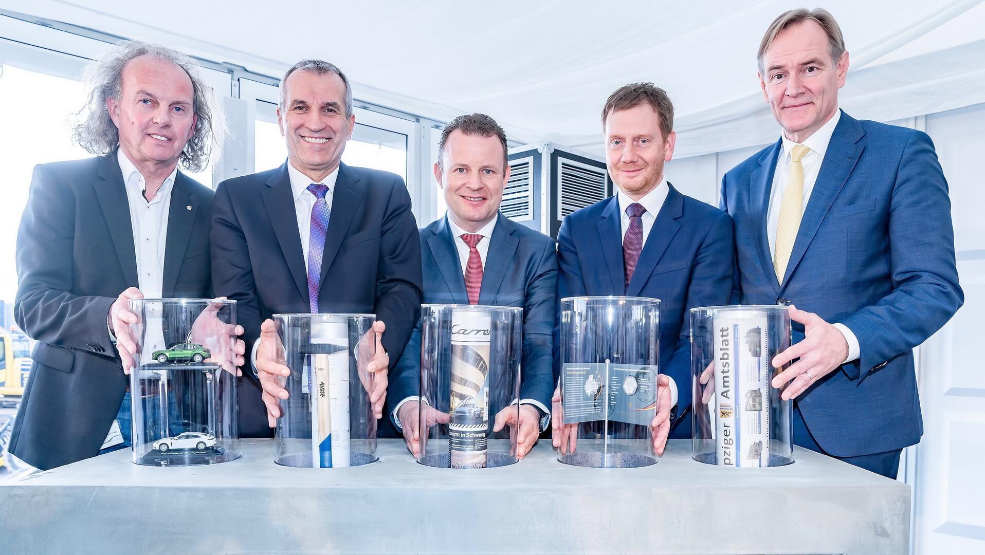 Porsche инвестирует €600 млн. в завод по производству электрического Macan