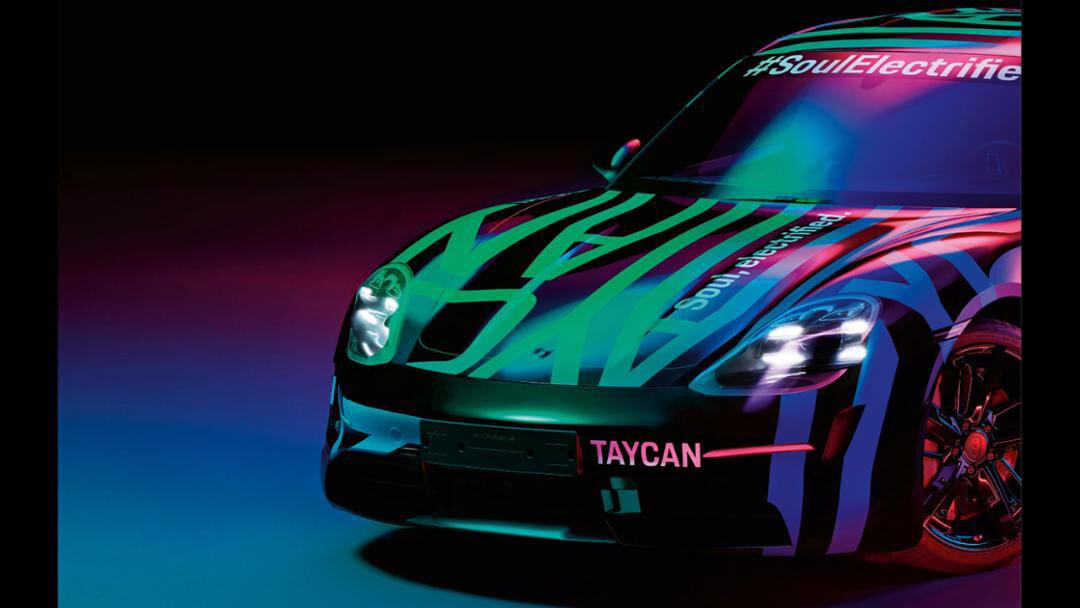 Porsche показал близкие коригиналу тизер Taycan