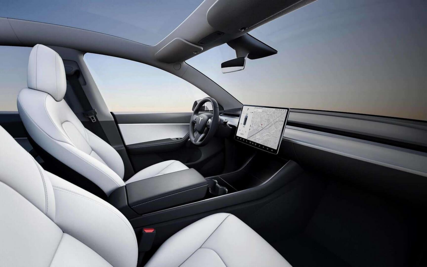 Интерьер электрического кроссовера Tesla Model Y
