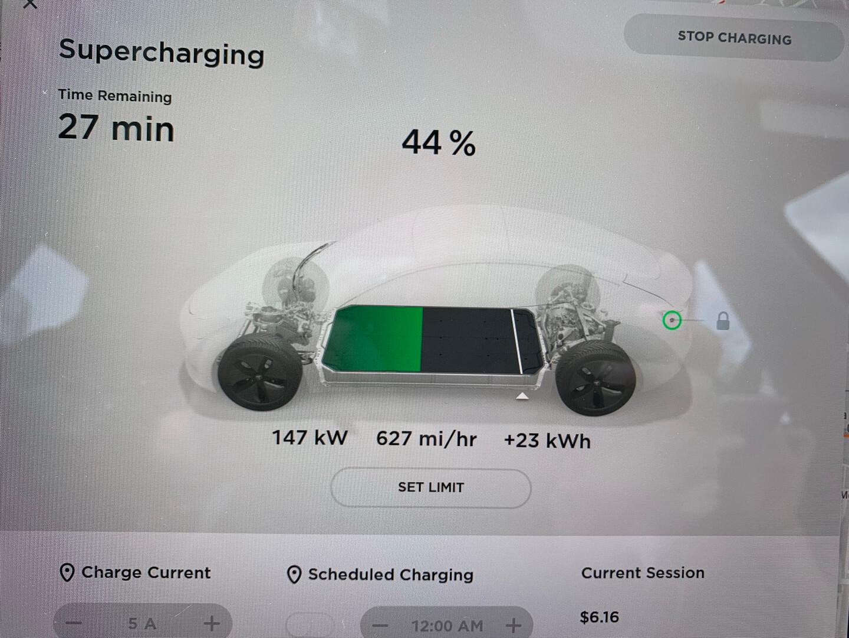 Один извладельцев Model3 Long Range настанции Supercharger V2смог получить пиковую мощность зарядки 147кВт