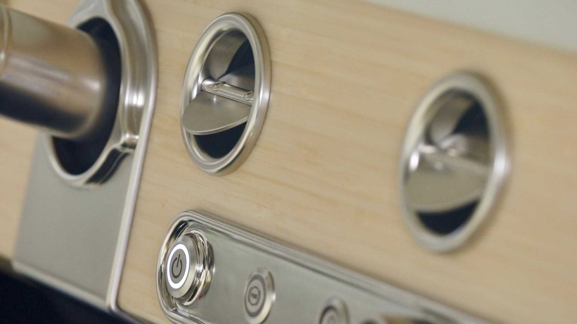 Интерьер электромобиля Ford Bronco