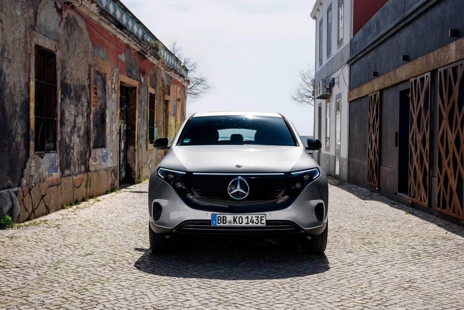 Mercedes-Benz представила особую версию электрического кроссовера EQC Edition1886