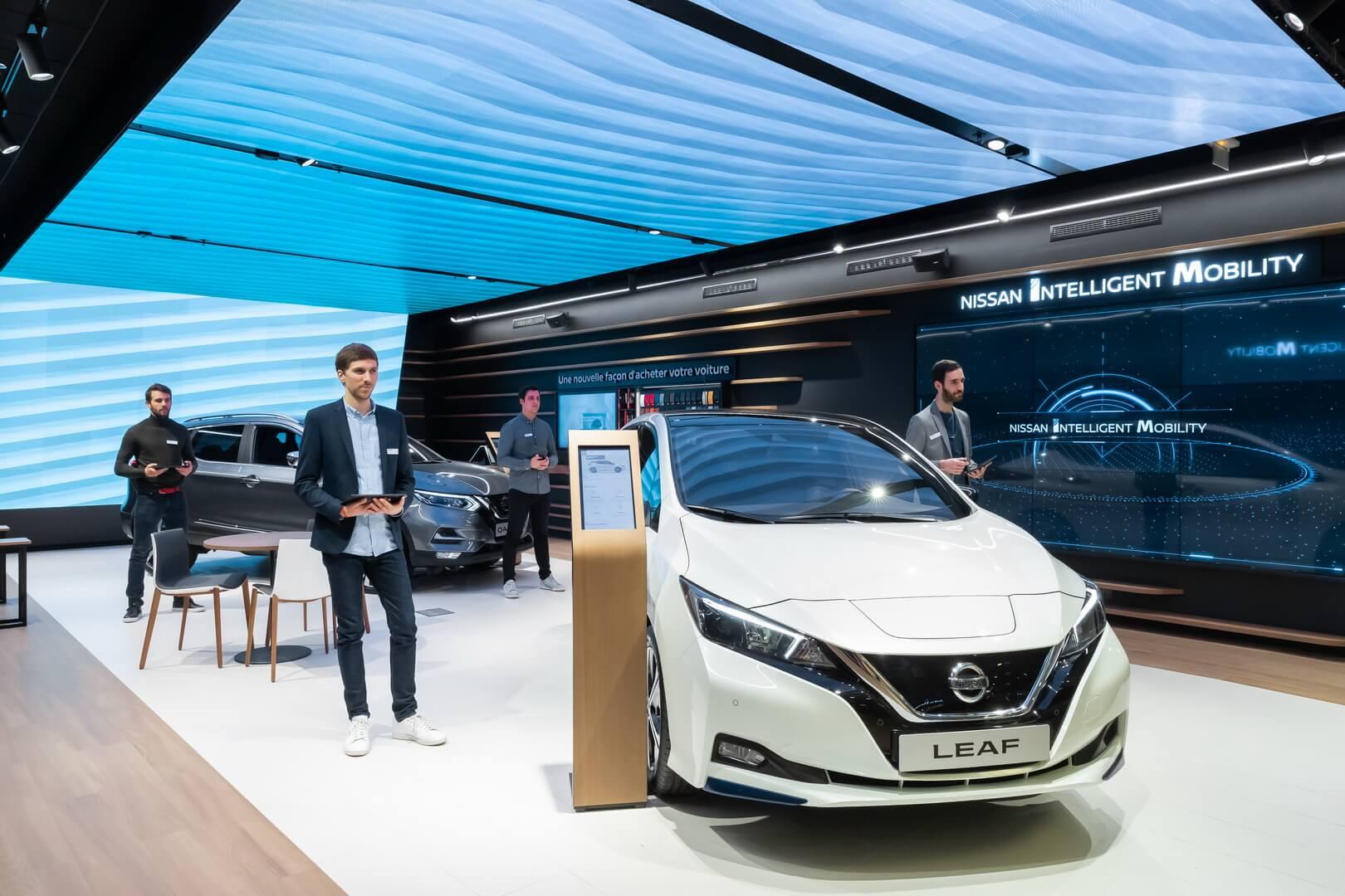 Nissan открыл салон электромобилей City Hub