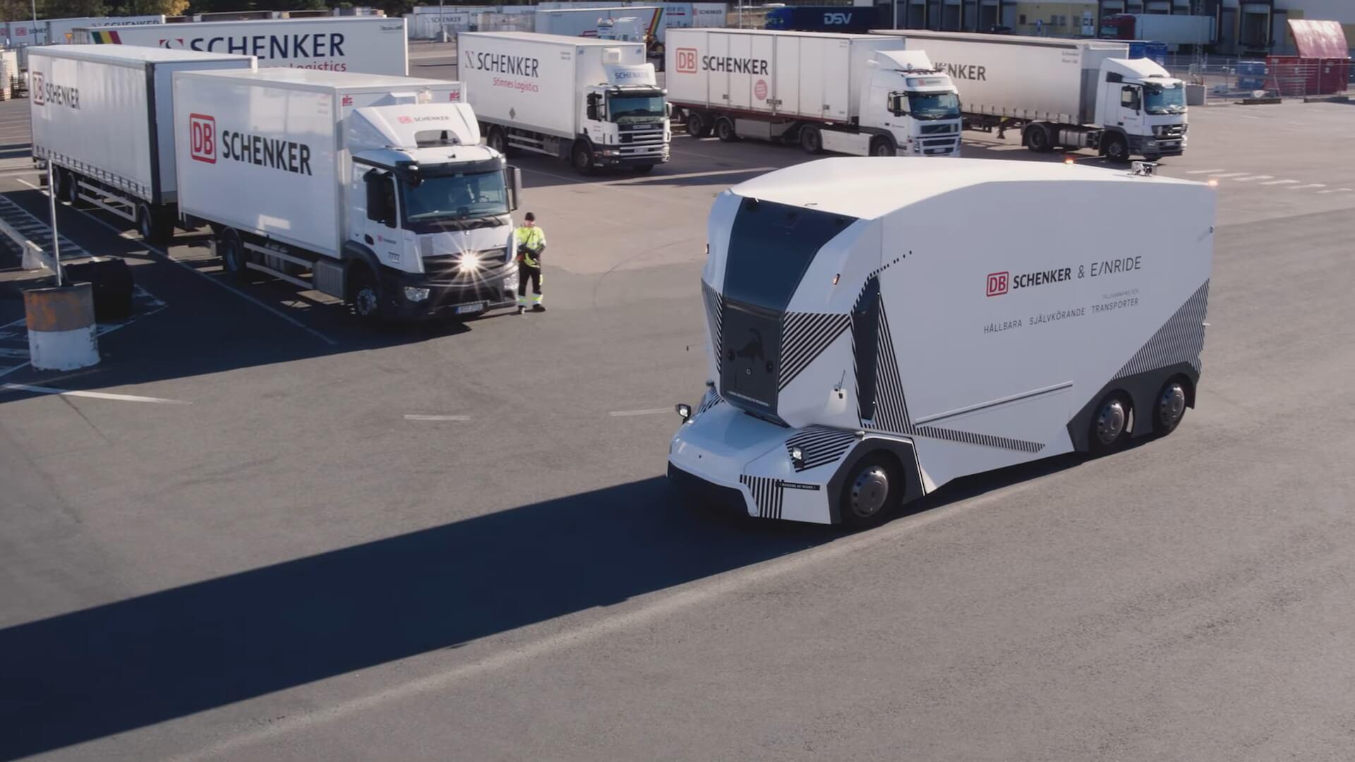 Автономный грузовик T-Pod допущен к работе на дорогах Швеции