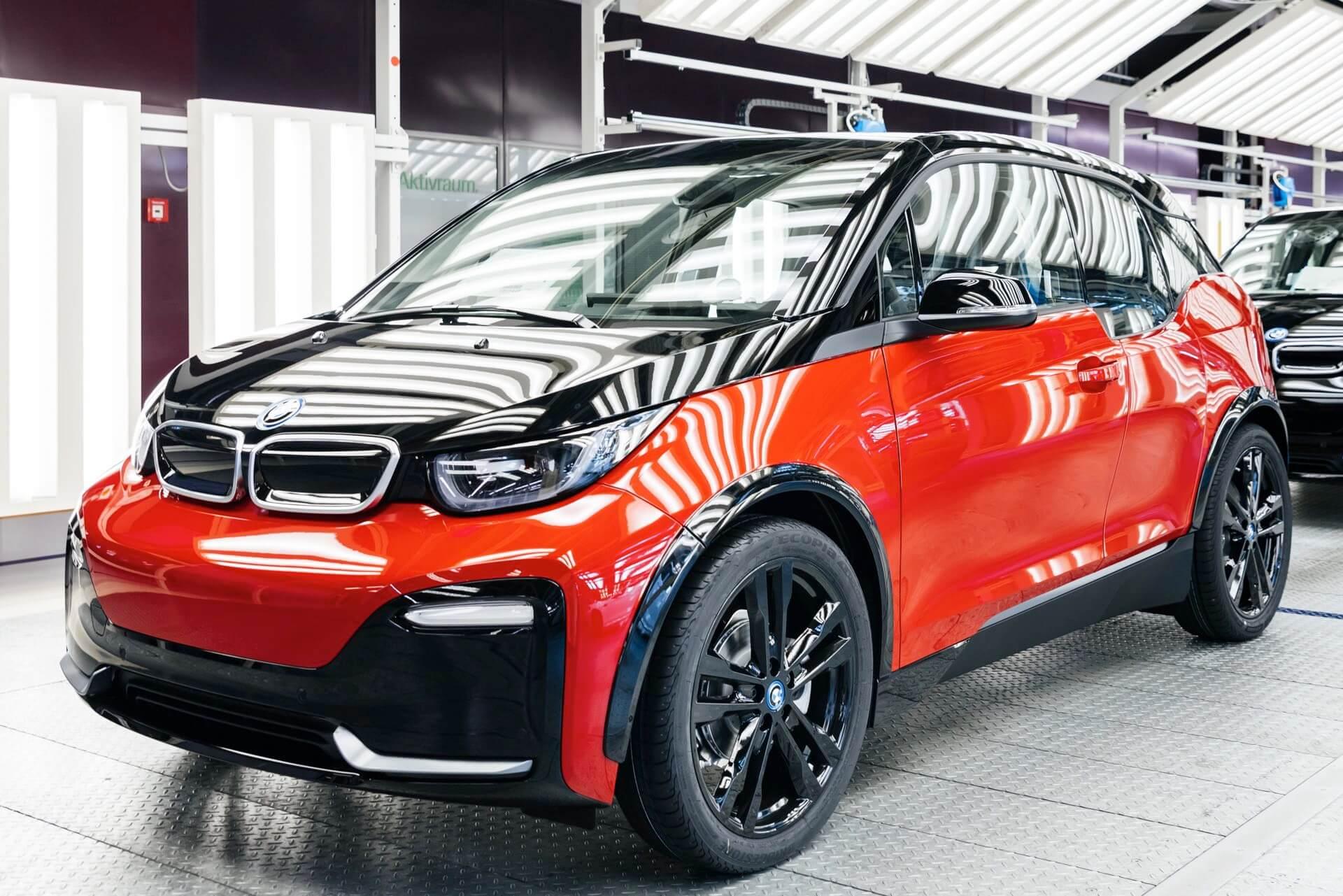 Юбилейный 150 000 электромобиль BMW i3s выпущенный в Лейпциге