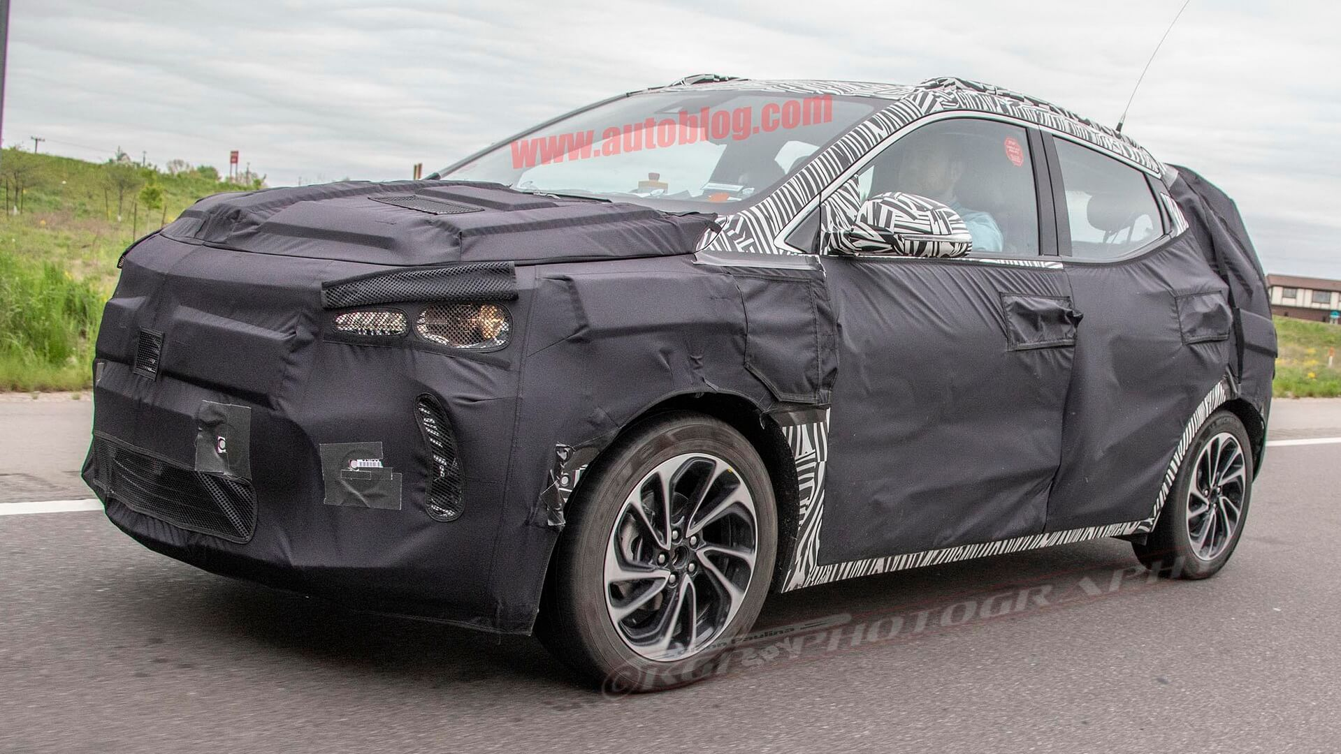 Chevrolet тестирует электрический кроссовер Bolt EUV