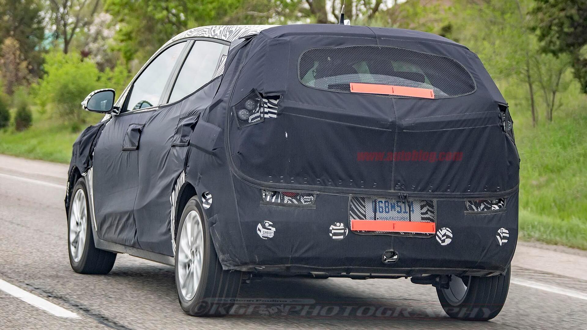 Chevrolet тестирует электрический кроссовер Bolt EUV - фото 2