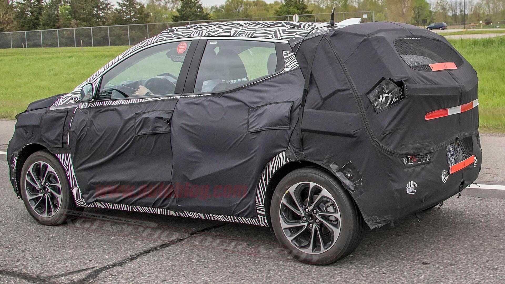 На шпионских фото Bolt EUV похож на полноценный SUV