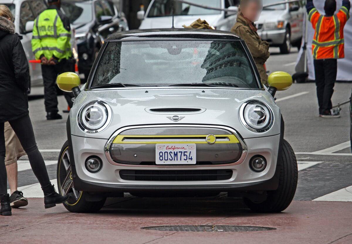 Электрический Mini без маскировки появился на улицах LA