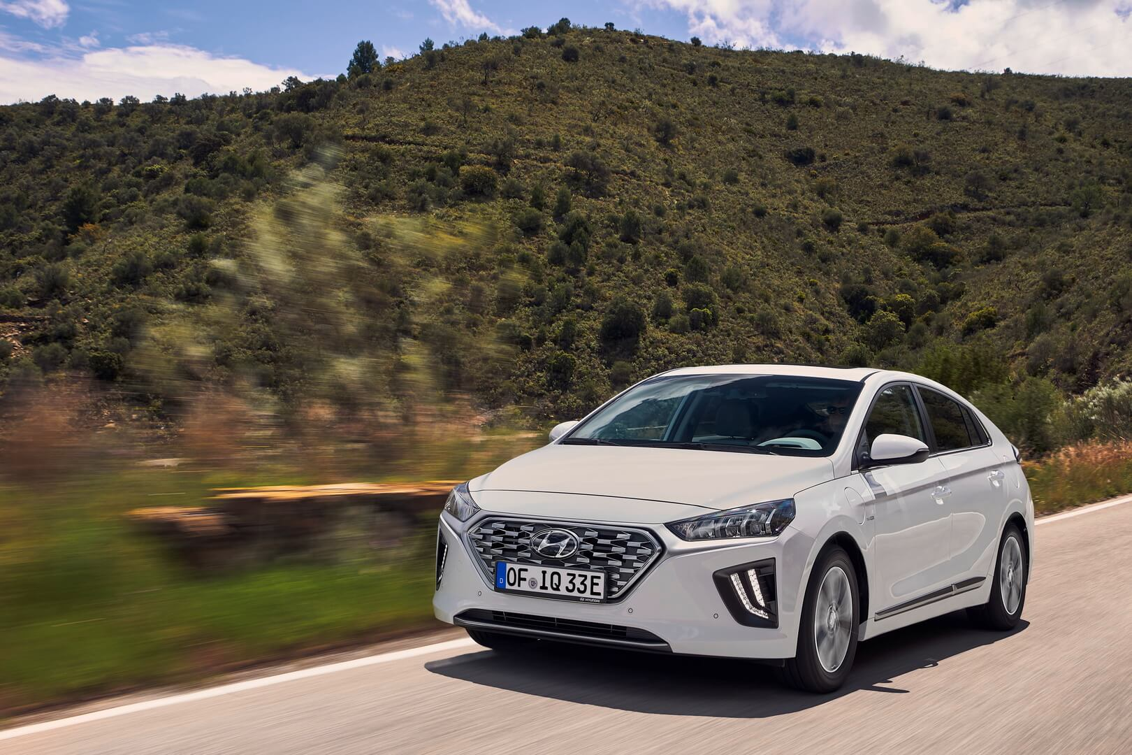 Фотография экоавто Hyundai IONIQ Plug-in Hybrid 2019 - фото 10