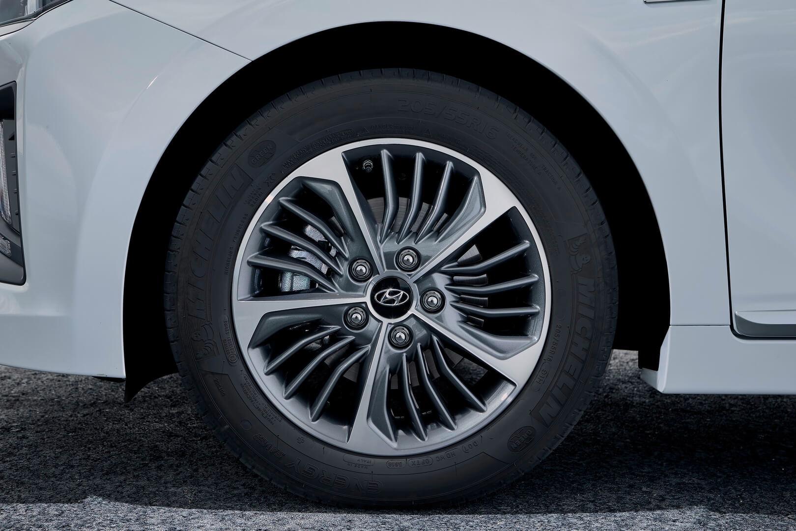 Фотография экоавто Hyundai IONIQ Plug-in Hybrid 2019 - фото 3
