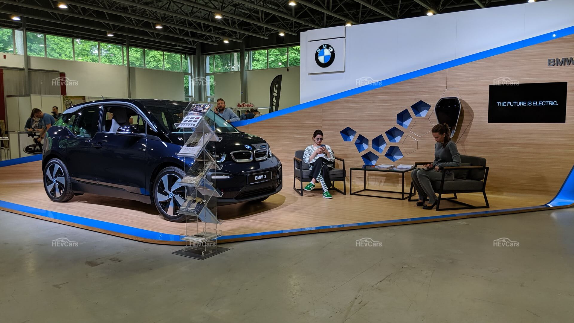 Электромобиль BMW i3 на выставке Plug-In Ukraine 2019