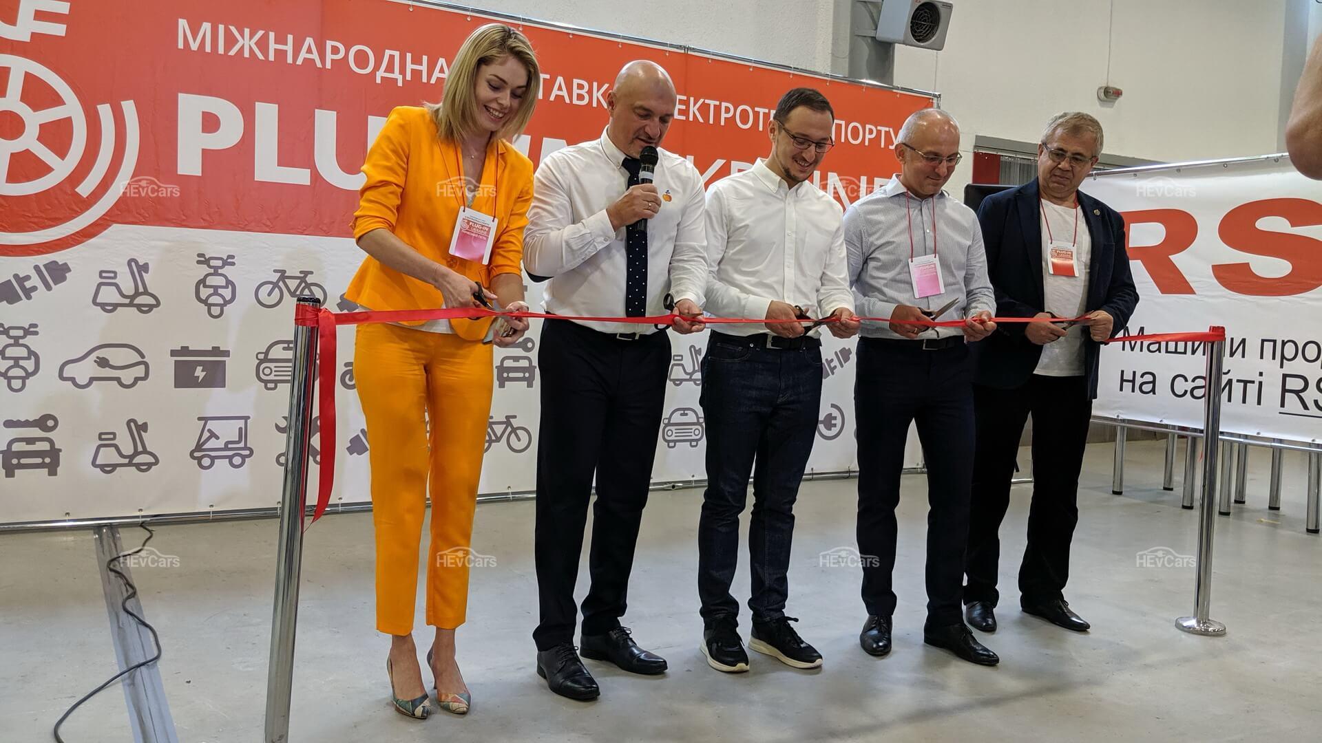 Официальное открытие выставки электротранспорта вУкраине Plug-In Ukraine 2019