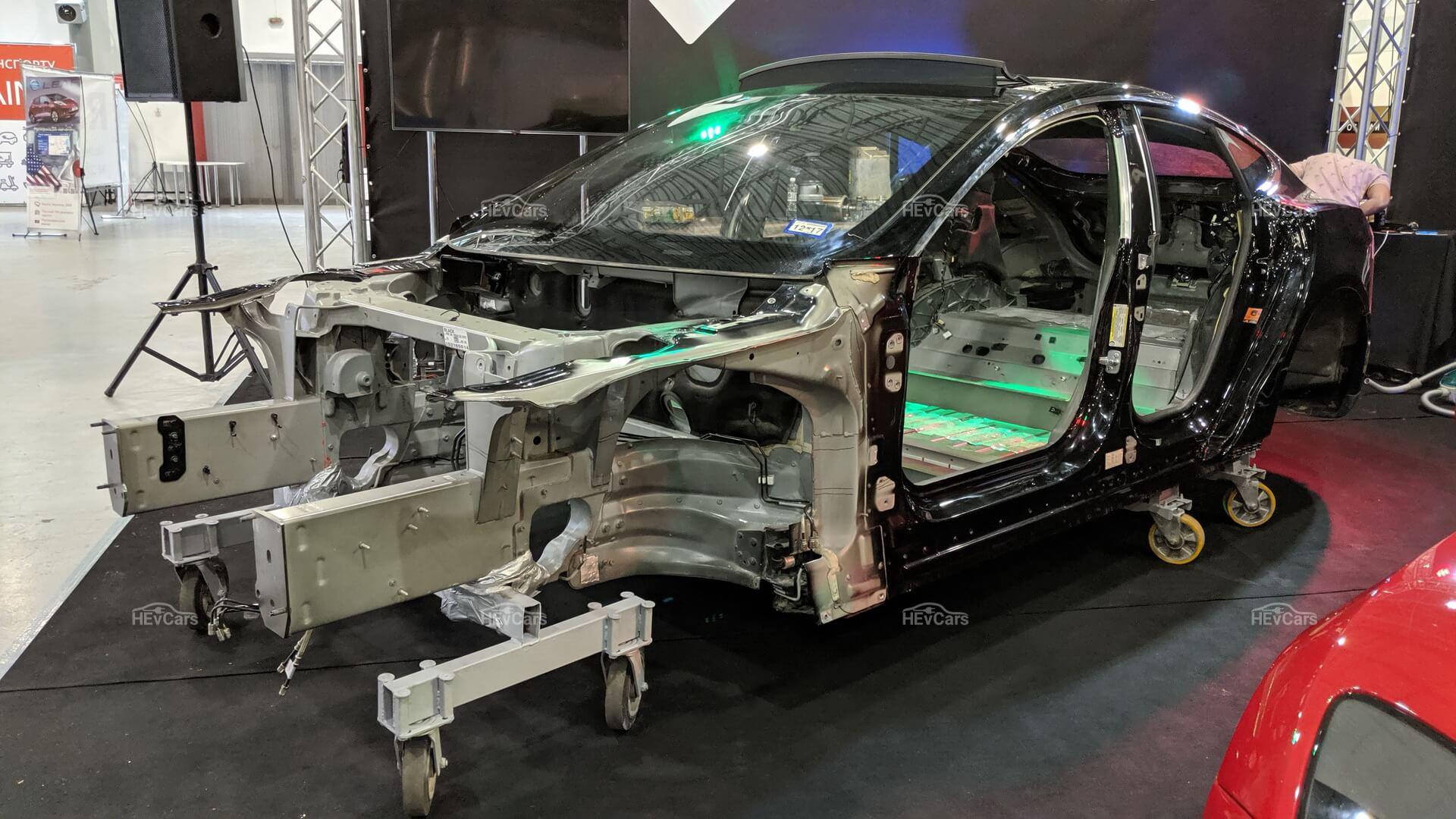 Электромобиль Tesla Model Sвразрезе