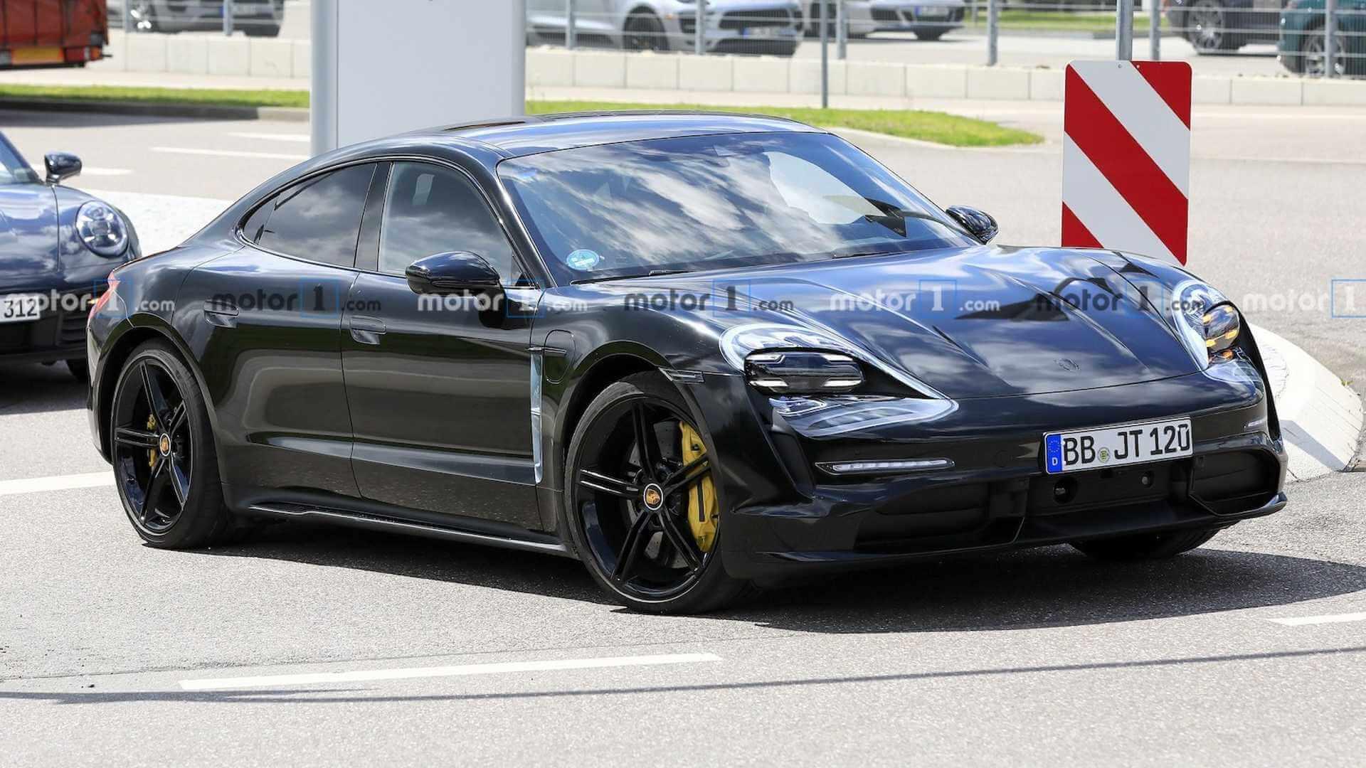 Предсерийный электромобиль Porsche Taycan