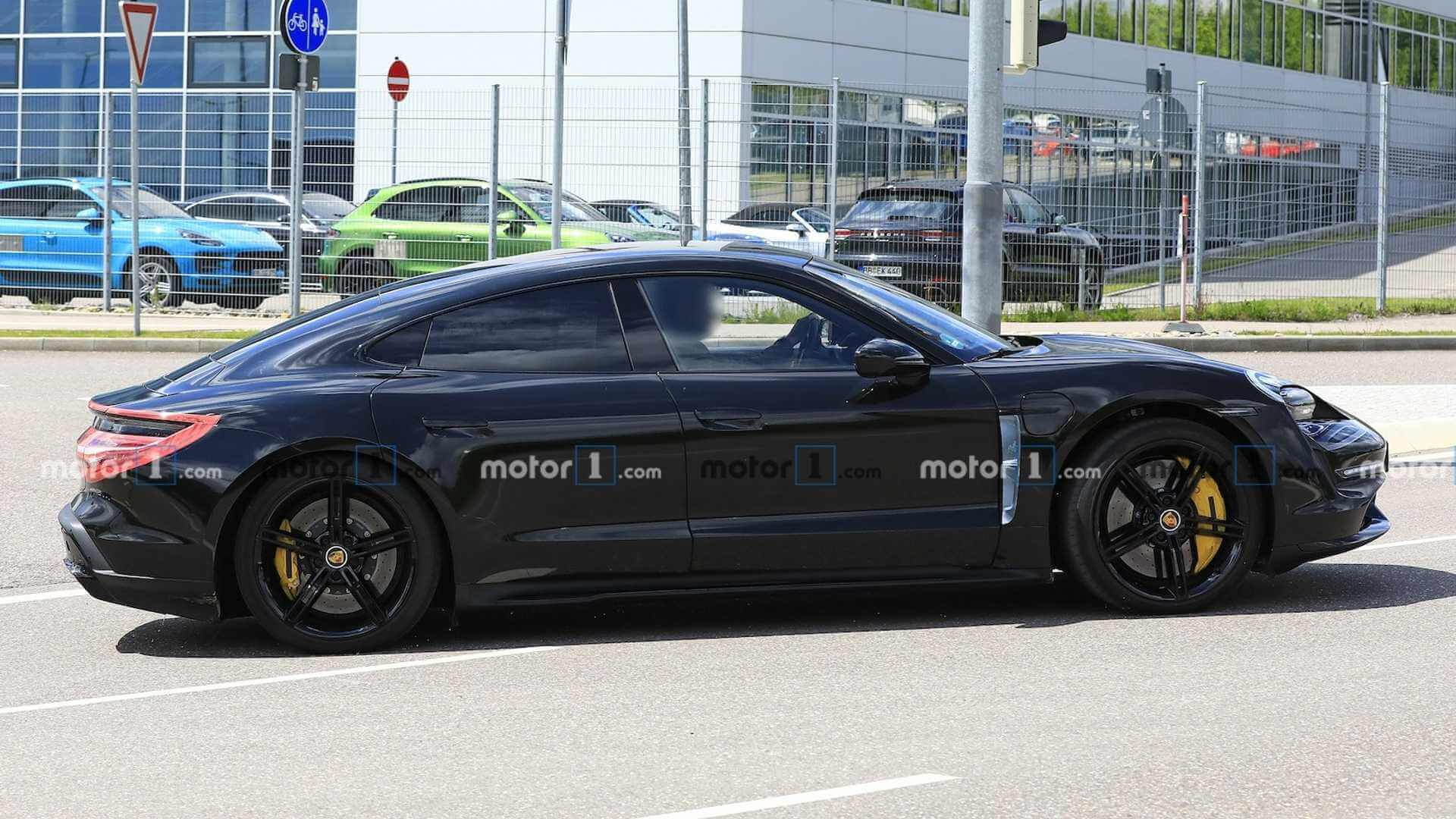 Электромобиль Porsche Taycan - фото 2