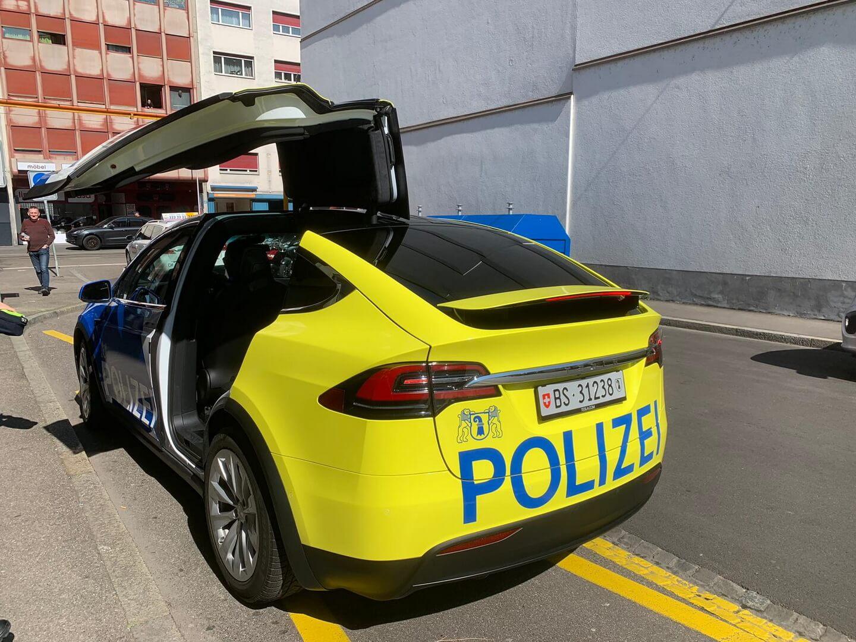 На дороги Швейцарии выехали патрульные полицейские Tesla