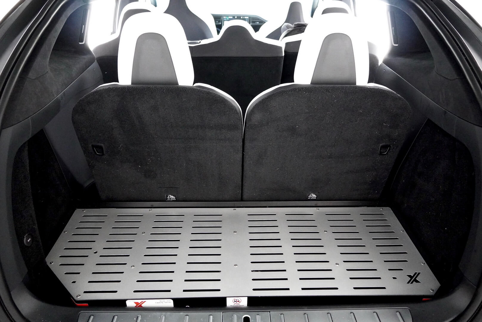Легкий алюминиевый грузовой контейнер X-Rack, разработанный специально для Tesla Model X