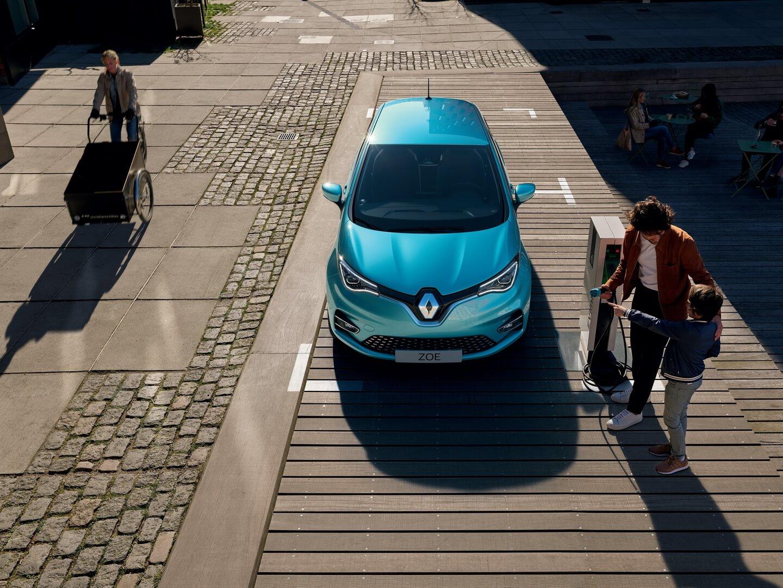 Renault официально представил обновленную ZOE