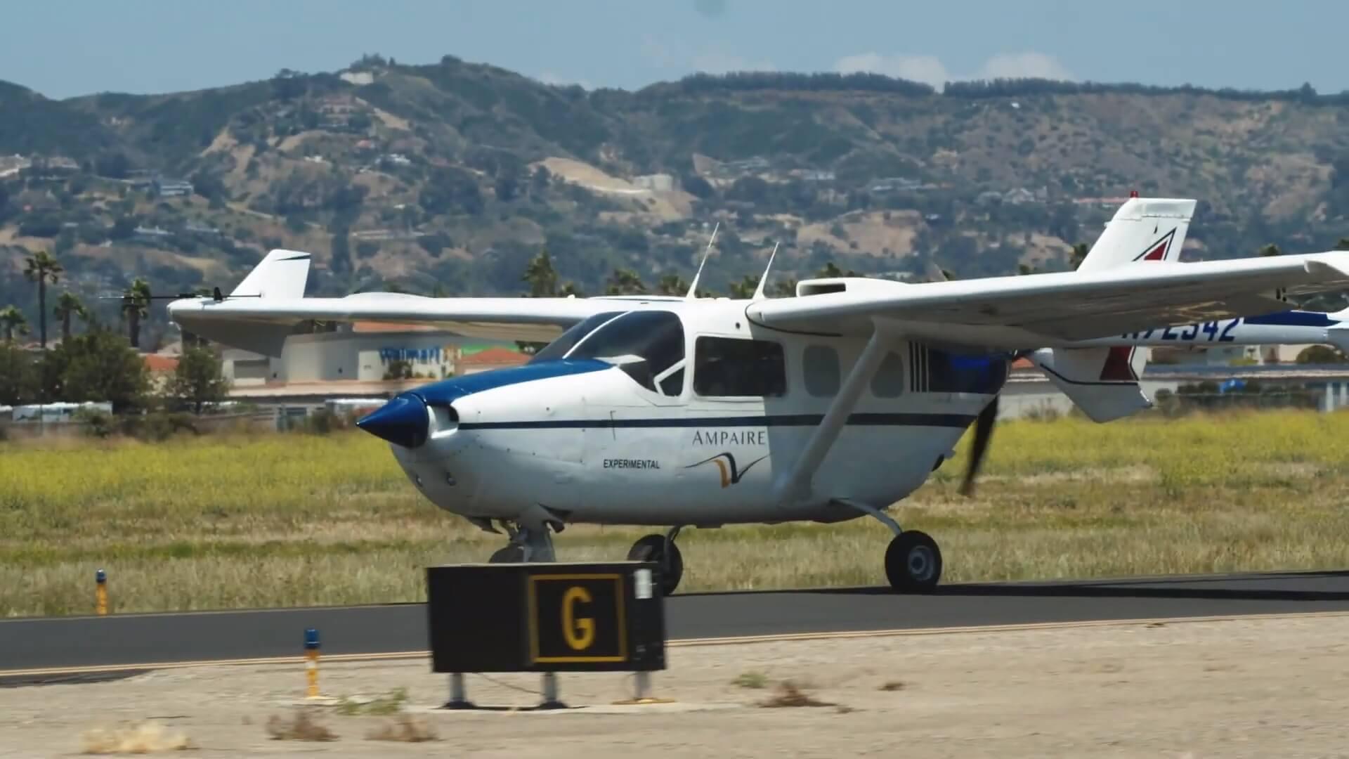 6-ти местный гибридный самолет Ampaire 337